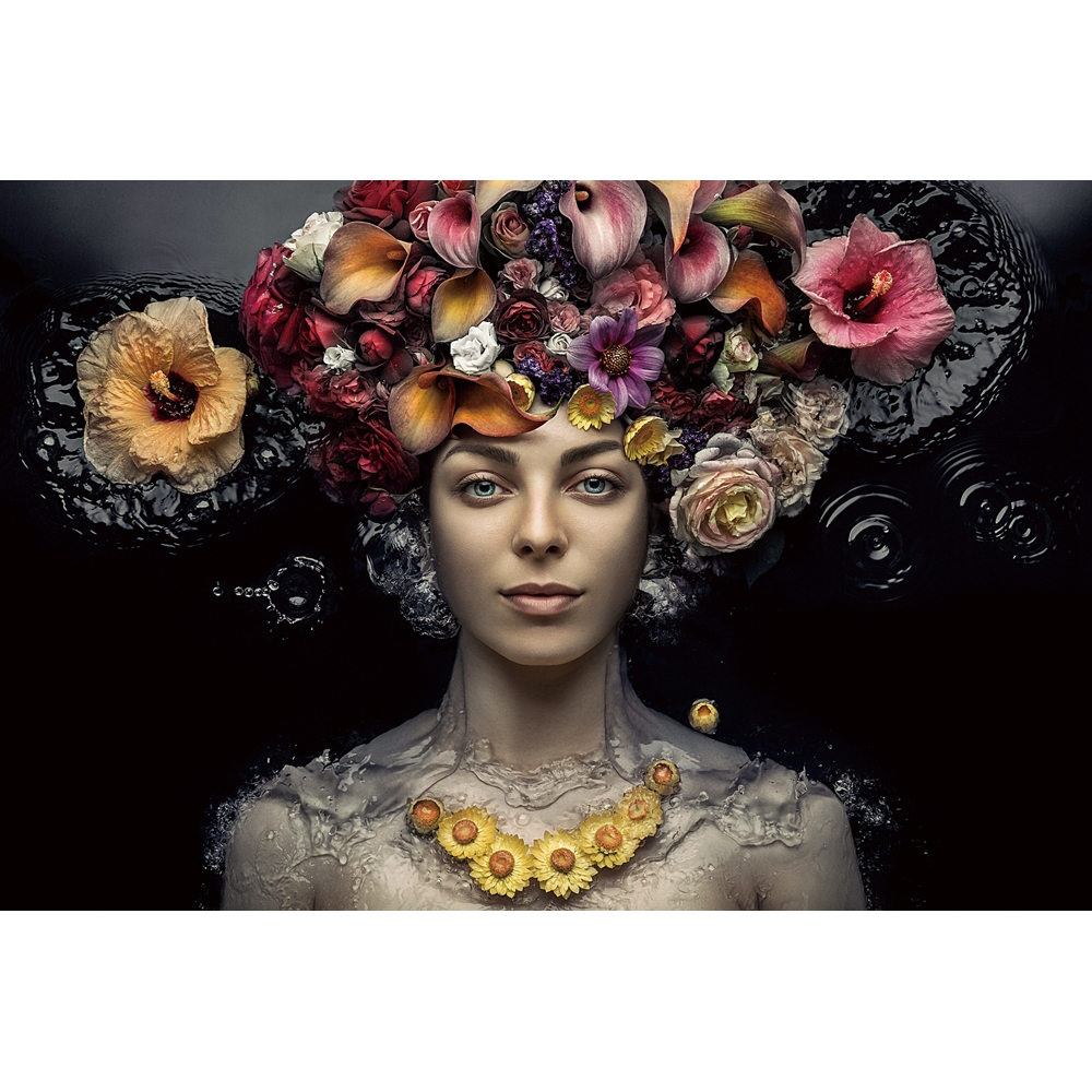 Glas schilderij 'Floating woman with flowers'