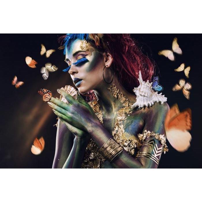 Glas schilderij 'Woman with butterflies'